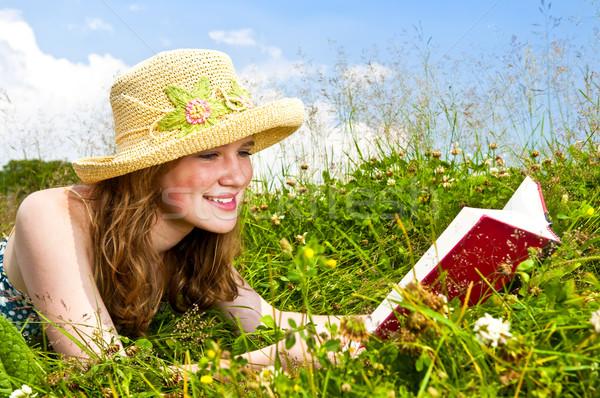 Stock fotó: Fiatal · lány · olvas · könyv · legelő · portré · tinilány