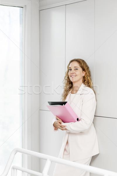 счастливым деловая женщина Постоянный прихожей карьеру деловой женщины Сток-фото © elenaphoto