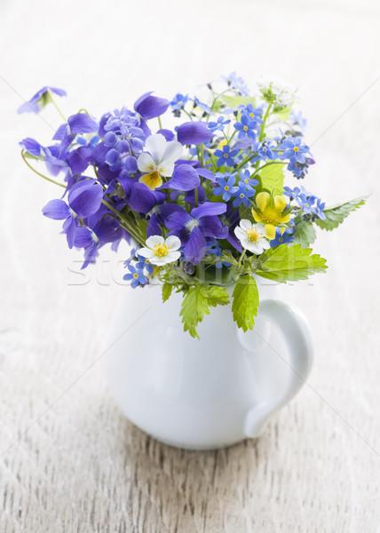 Vadvirág virágcsokor vad virágok fehér váza fa Stock fotó © elenaphoto