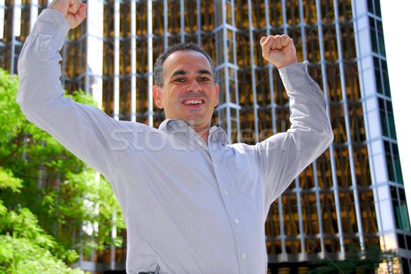 бизнесмен торжествующий город оружия победу лице Сток-фото © elenaphoto