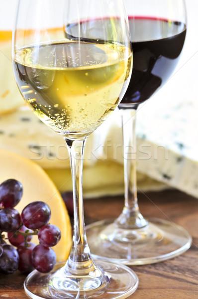 Weingläser Rot wein käse weingläser rot weißwein glas stock foto