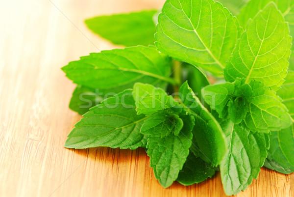 свежие мята зеленый разделочная доска продовольствие Сток-фото © elenaphoto
