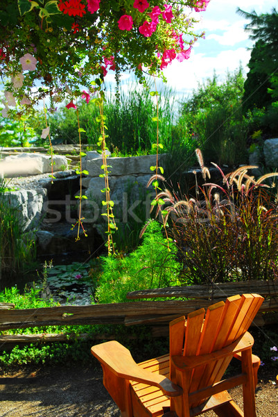 Patio étang aménagement paysager naturelles pierre chaise en bois Photo stock © elenaphoto