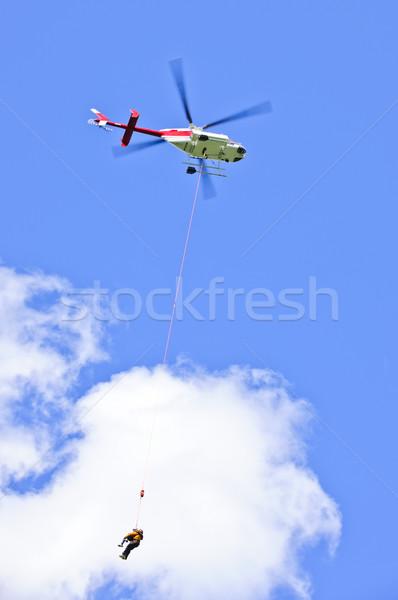 Mentés helikopter személy kötél szállítás mozgás Stock fotó © elenaphoto