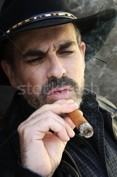 Brodaty człowiek palenia cygara broda cowboy hat Zdjęcia stock © elenaphoto