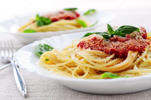 Foto stock: Macarrão · molho · de · tomate · manjericão · jantar · alimentação · tomates