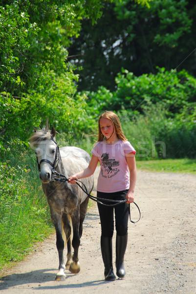 Lány séta póni fiatal lány sétál farm Stock fotó © elenaphoto