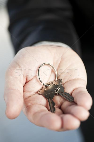 Kéz felajánlás új kulcsok férfi kettő Stock fotó © elenaphoto