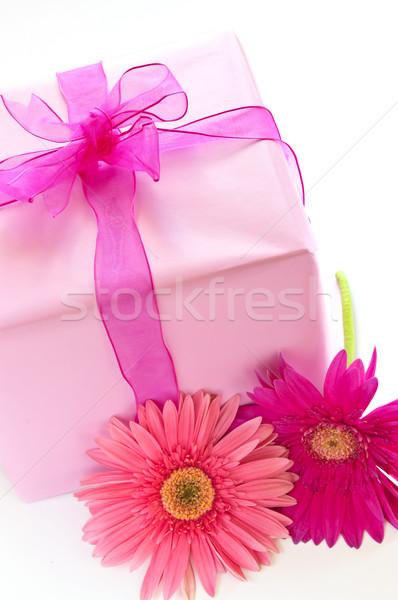 Stock fotó: Rózsaszín · ajándék · doboz · papír · szalag · íj · virág