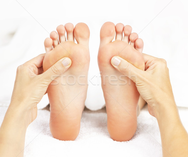 Pied massage Homme mains soft pieds nus Photo stock © elenaphoto