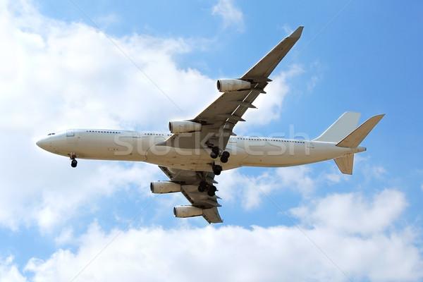Repülőgép repülés kék ég felhők nem logók Stock fotó © elenaphoto