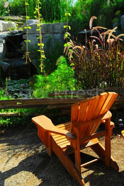 Foto stock: Patio · estanque · paisajismo · naturales · piedra · silla · de · madera