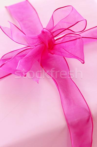 Stok fotoğraf: Pembe · hediye · kutusu · kâğıt · şerit · yay · arka · plan