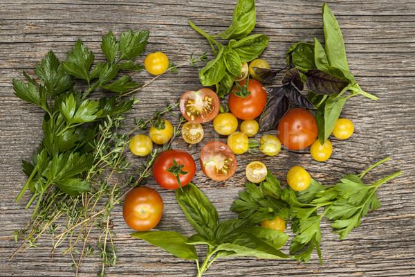 Photo stock: Tomates · herbes · fraîches · coloré · rustique · bois