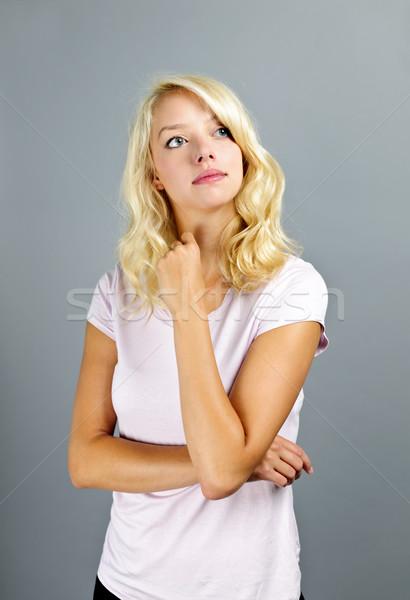 Nadenkend blonde vrouw portret jonge kaukasisch vrouw Stockfoto © elenaphoto