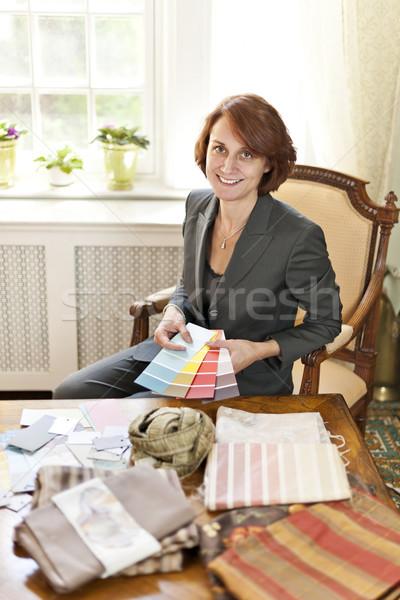 Női belsőépítész szín minták ül asztal Stock fotó © elenaphoto