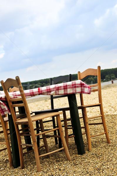 Eettafel strand stoelen ingesteld buiten zee Stockfoto © elenaphoto