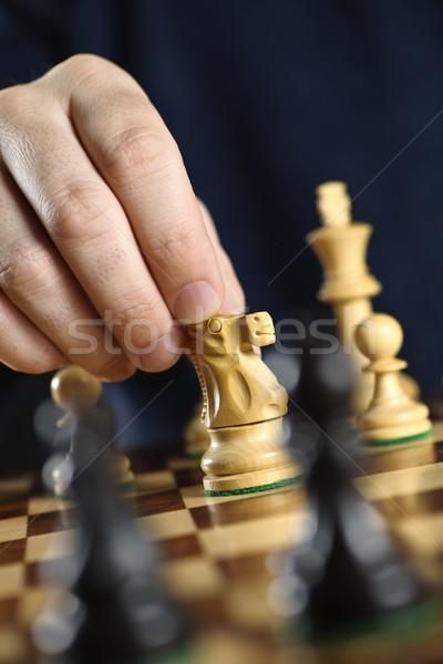 Mano movimiento caballero tablero de ajedrez Foto stock © elenaphoto