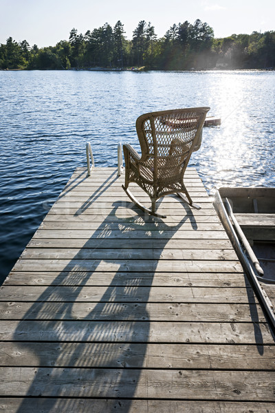 Rocking chair faible lac quai osier bois Photo stock © elenaphoto