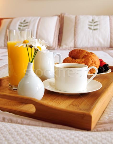 Café da manhã cama quarto de hotel bandeja projeto laranja Foto stock © elenaphoto
