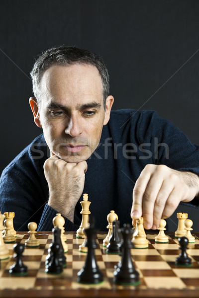 Foto stock: Hombre · jugando · ajedrez · movimiento