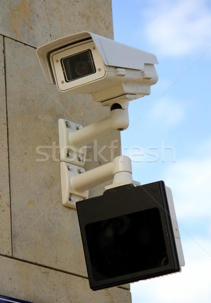 Aparatu bezpieczeństwa ekranu poniżej zewnątrz ściany działalności Zdjęcia stock © Elenarts