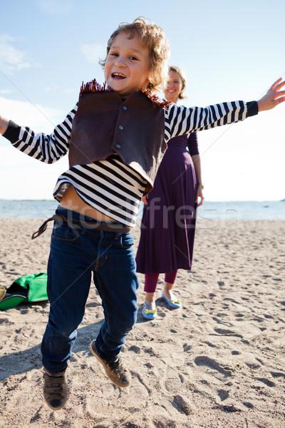 Chłopca skoki plaży młody chłopak w górę matka Zdjęcia stock © ElinaManninen
