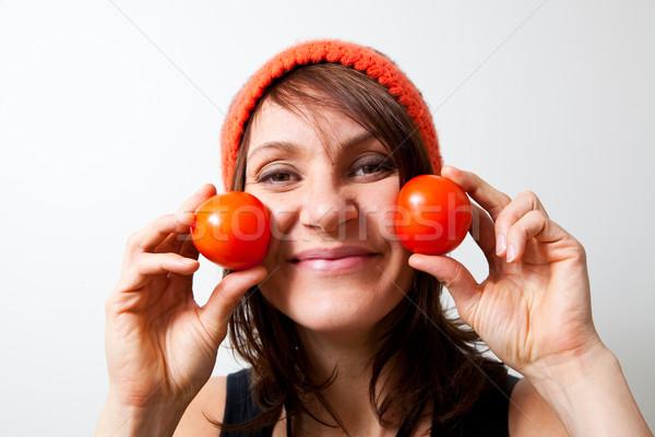 Jeune femme tomate joues fille alimentaire Photo stock © ElinaManninen