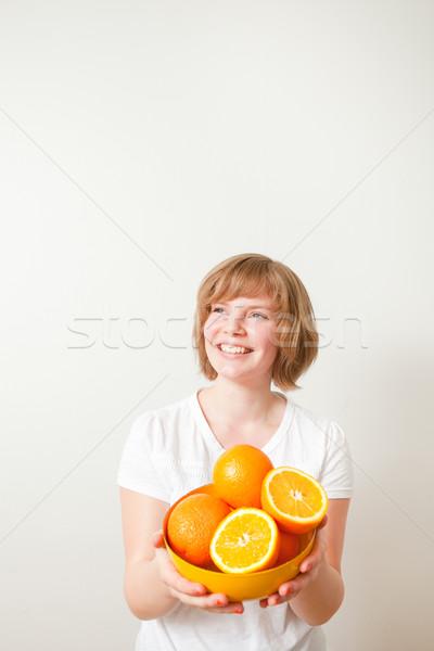 Kobieta pomarańcze młoda kobieta puchar świeże Zdjęcia stock © ElinaManninen
