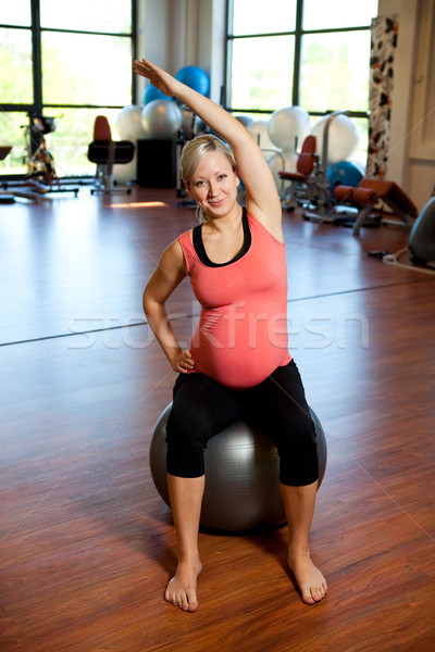 Terhes nők nyújtás testmozgás terhes nő oldal Stock fotó © ElinaManninen