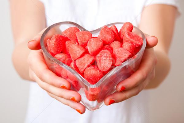 Nő piros édesség felajánlás szív alakú Stock fotó © ElinaManninen