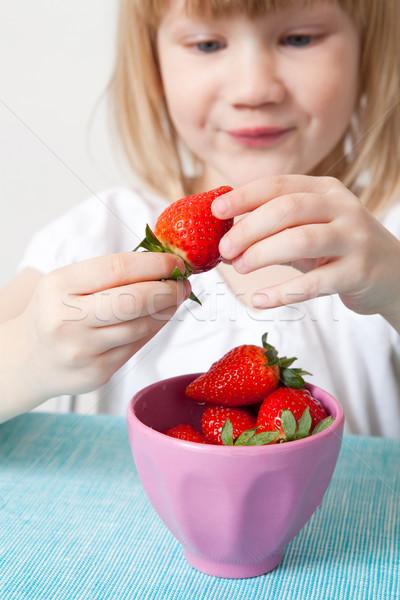 Kislány tál eprek finom étel gyümölcs Stock fotó © ElinaManninen