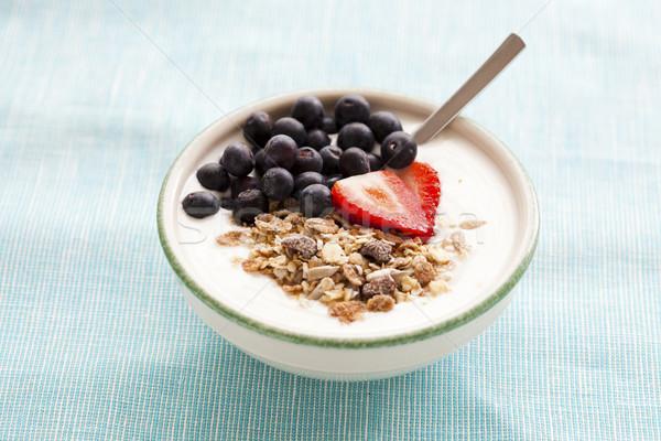 Bol muesli yaourt baies fraises bleuets Photo stock © ElinaManninen