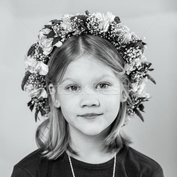 Portre küçük kız çelenk sevimli saç siyah beyaz Stok fotoğraf © ElinaManninen