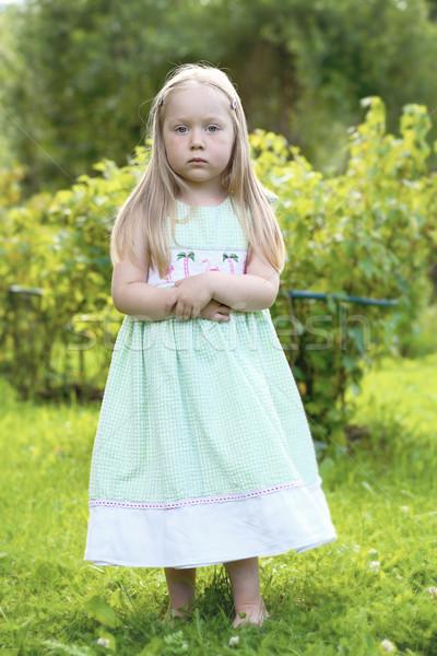 Portré figyelmes kislány kert összehajtva karok Stock fotó © ElinaManninen