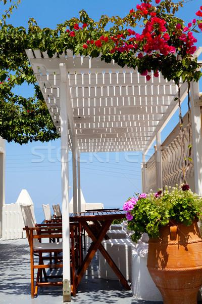 Terasz Santorini székek virágok Görögország virág Stock fotó © ElinaManninen