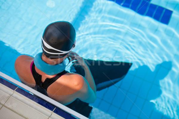 Női medence nyak súly perem szabadtér Stock fotó © ElinaManninen