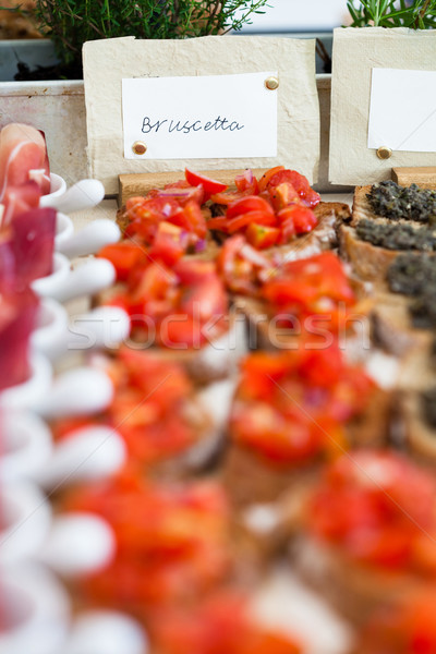Bruschetta aperitivos etiqueta primer plano tomate Foto stock © ElinaManninen