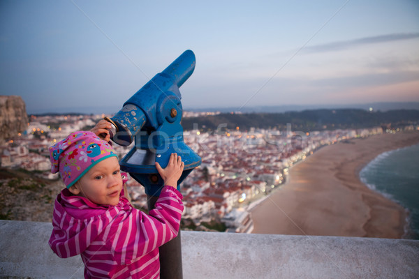 Stock fotó: Lány · néz · fiatal · lány · távcső · sziklák · víz