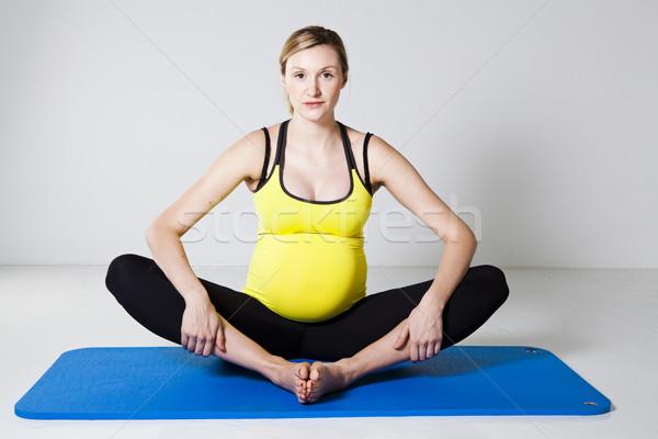 Stock fotó: Terhes · nő · nyújtás · előad · belső · comb · láb