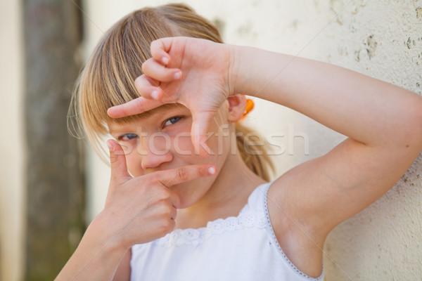 Fiatal lány képkeret felirat közelkép aranyos ujjak Stock fotó © ElinaManninen