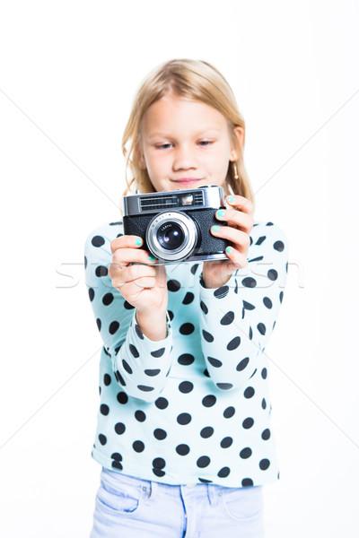 Lány öreg kamera fényképezés film portré Stock fotó © ElinaManninen