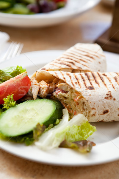 Finom tyúk csomagolás saláta szabadtér étterem Stock fotó © ElinaManninen
