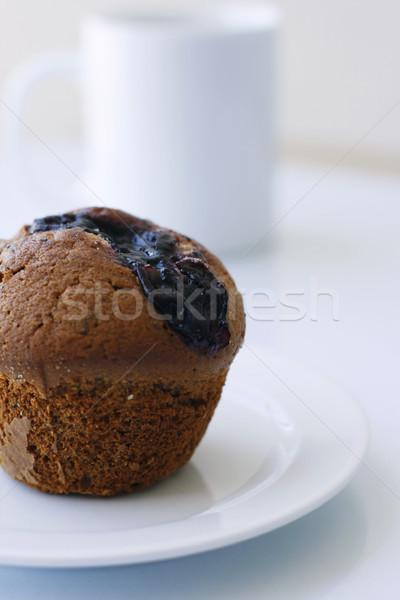 áfonya muffin fehér tányér finom kávésbögre Stock fotó © ElinaManninen