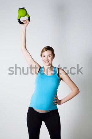 Terhes nő testmozgás kettlebell váll izom testmozgás Stock fotó © ElinaManninen