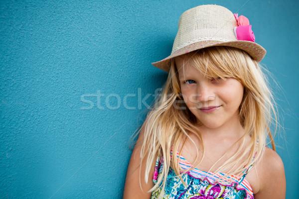 Foto stock: Sorridente · bonitinho · jovem · retrato · feliz · fora