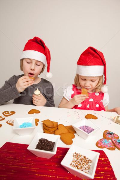 Kızlar zencefilli çörek kurabiye Noel arkadaşlar Stok fotoğraf © ElinaManninen