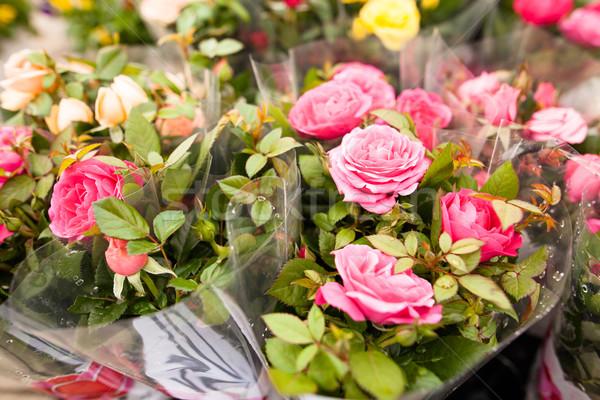 Gyönyörű virágok virágcsokor rózsák virág rózsa Stock fotó © ElinaManninen