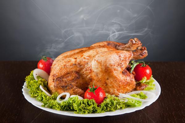 Pieczony kurczak czerwony pomidory zielone Sałatka Zdjęcia stock © Elisanth