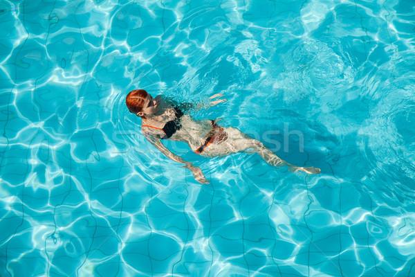 Genç kadın yüzme havuzu turuncu siyah Stok fotoğraf © Elisanth